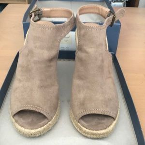 Universal Thread taupe suede wedges